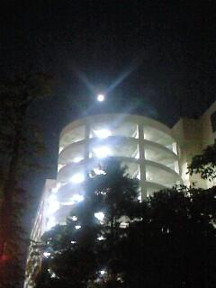 夏の終わりの満月。